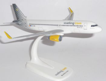 Airbus A320 Vueling Airlines Spain Herpa Collectors Model Scale 1:200 610889 E